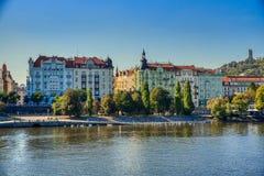 Prag-, Moldau-Fluss und alte Architektur stockfotos