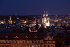 Prag am Nachtarchitekturdetail mit Stadtlicht lizenzfreie stockfotos