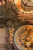 Prag Orloj astronomisch u. Kalender-Borduhr lizenzfreie stockfotografie