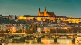 Prag-Schloss in den Lichtern, Panoramablick von Vysehrad Lizenzfreies Stockbild