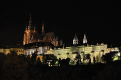 Prag-Schloss - Nachtansicht lizenzfreies stockbild