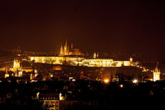 Prag-Schloss nachts Stockfoto