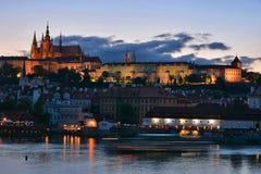 Prag-Schloss nachts Lizenzfreie Stockbilder