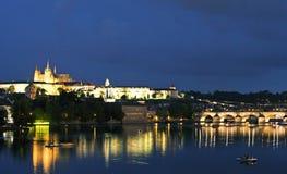 Prag-Schloss nachts Lizenzfreies Stockfoto