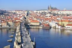Prag-Schloss und Charles-Brücke Stockbild