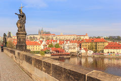 Prag-Schloss und Valtava-Fluss Lizenzfreies Stockfoto