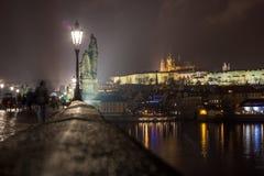 Prag-Schloss von Charles Bridge Stockbilder