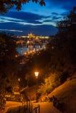 Prag-Skyline nach Einbruch der Dunkelheit Lizenzfreies Stockfoto
