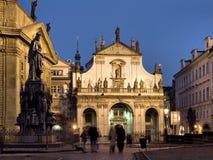 Prag-- Staro Mesto Ende der Charles-Brücke Stockfotos