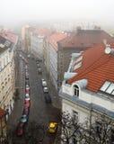 Prag-Straße im Nebel Lizenzfreies Stockfoto