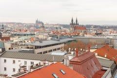 Prag, Tschechische Republik, alte Stadt in einem Retrostilwinter, kaltes Tonen färben Sie Bilder von Europa mit Raum für Text Lizenzfreie Stockfotografie