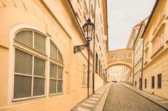 Prag, Tschechische Republik, alte Stadtstraße in der Stadt lizenzfreie stockfotografie