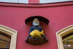 Prag, Tschechische Republik - 31. Dezember 2017: Die Fassade des alten Hauses und der alten Architektur in der alten Stadt Stockfotos