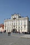 Prag, Tschechische Republik Erzbischof Palace, berühmtes Gebäude am Haupteingang des Prag-Schlosses Lizenzfreie Stockfotografie