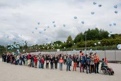 PRAG, TSCHECHISCHE REPUBLIK, am 21. Juni 2014 - Kinder mit verpflanztem Knochenmark den 25. Jahrestag des ersten Transportes feie Stockbilder