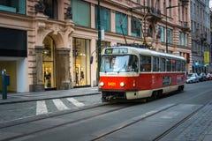 PRAG, TSCHECHISCHE REPUBLIK - 5. MÄRZ 2016: Die Weinleseexkursion tr Lizenzfreies Stockbild