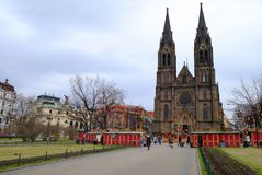 Prag, Tschechische Republik 28. März 2018: Ostern-Feier im Friedensquadrat Kirche Ansicht-St. Ludmila Stockbild