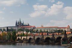 Prag, Tschechische Republik, 5. Mai 2011: Ansicht über Schloss-Bezirk lizenzfreies stockfoto