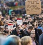 PRAG, TSCHECHISCHE REPUBLIK - 15. MAI 2017: Demonstration auf Quadrat Prags Wenceslas gegen die gegenwärtige Regierung und das Ba Lizenzfreie Stockbilder