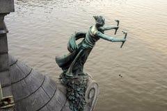 PRAG, TSCHECHISCHES REPUBLIC/EUROPE - 24. SEPTEMBER: Statue einer Frau Lizenzfreie Stockfotos