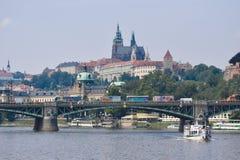 Prag vom Fluss lizenzfreies stockbild