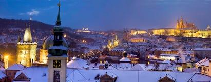Prag zur Winterzeit stockfotos