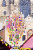Praga - albero di Pasqua al quadrato di Città Vecchia Fotografia Stock Libera da Diritti