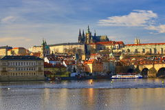 Praga Castel con la st Vitus Cathedral, Moldau, Lesser Town, Praga, repubblica Ceca Immagini Stock