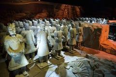 Praga, Ceco Repoublic- 5 febbraio 2015: Le figure cinesi famose dell'esercito di terracotta sono esibite a Praga Le figure parte  Immagini Stock
