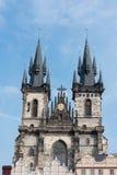 PRAGA, CHECO - 14 DE MARZO DE 2016: Iglesia de nuestra señora antes de Tyn en Praga, checa Vieja plaza Fotos de archivo libres de regalías
