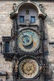 PRAGA, CHECO - 14 DE MARZO DE 2016: Torre de reloj astronómica de Praga, checa Vieja plaza Fotos de archivo libres de regalías