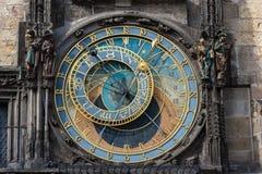 PRAGA, CHECO - 14 DE MARZO DE 2016: Torre de reloj astronómica de Praga, checa Vieja plaza Fotografía de archivo libre de regalías