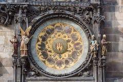 PRAGA, CHECO - 14 DE MARZO DE 2016: Torre de reloj astronómica de Praga, checa Vieja plaza Foto de archivo libre de regalías