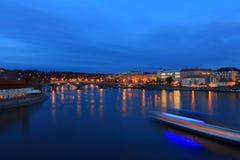 Praga, coches de las luces imagenes de archivo