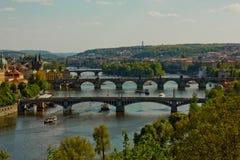 Praga constrói uma ponte sobre o panorama Foto de Stock Royalty Free