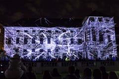 PRAGA, CZ - 12 DE OCTUBRE DE 2017: un 3D videomapping Multiverse de Filip Roca, festival 2017, Praga de la señal foto de archivo