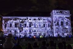 PRAGA, CZ - 12 DE OCTUBRE DE 2017: un 3D videomapping Multiverse de Filip Roca, festival 2017, Praga de la señal imagenes de archivo