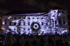 PRAGA, CZ - 12 DE OCTUBRE DE 2017: un 3D videomapping Multiverse de Filip Roca, festival 2017, Praga de la señal fotos de archivo