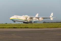 PRAGA, CZE - 12 MAGGIO: Aeroplano di Antonov 225 sull'aeroporto Vaclava Havla a Praga, il 12 maggio 2016 PRAGA, REPUBBLICA CECA È fotografia stock libera da diritti