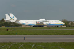 PRAGA, CZE - MAJ 10: Antonov 225 samolot na Lotniskowym Vaclava Havla w Praga, Maj 10, 2016 PRAGA, republika czech Ja jest duży Zdjęcia Stock