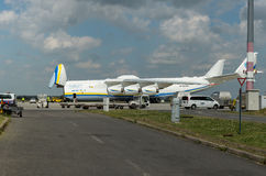 PRAGA, CZE - MAJ 10: Antonov 225 samolot na Lotniskowym Vaclava Havla w Praga, Maj 10, 2016 PRAGA, republika czech Ja jest duży Obrazy Royalty Free
