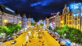 PRAGA, CZESKA republika WRZESIEŃ 06, 2015: Wenceslas kwadrat w Praga przy nocą, półmroku czas, odgórny widok Kwadrat lokalizuje w Zdjęcie Stock