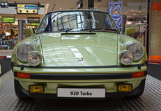 PRAGA - 14 DE ABRIL: Porsche 930 Turbo (1974) Fotos de archivo