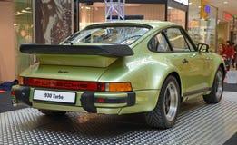 PRAGA - 14 DE ABRIL: Porsche 930 Turbo (1974) Imágenes de archivo libres de regalías