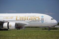 PRAGA - 1 de julio de 2015: Emiratos Airbus A380 en Vaclav Havel Airport Prague el 1 de julio de 2015 Foto de archivo