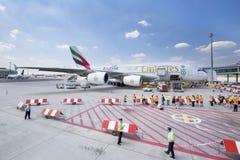 PRAGA - 1 de julio de 2015: Emiratos Airbus A380 en Vaclav Havel Airport Prague el 1 de julio de 2015 Imágenes de archivo libres de regalías