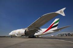 PRAGA - 1 de julio de 2015: Emiratos Airbus A380 en Vaclav Havel Airport Prague el 1 de julio de 2015 Fotos de archivo