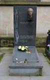 PRAGA - 19 DE JUNIO: Lugar de descanso pasado de Milada Horakova Imagen de archivo