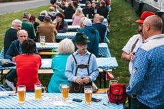 Praga, el 23 de septiembre de 2017: Celebración del festival alemán tradicional Oktoberfest de la cerveza en la República Checa E Imagenes de archivo