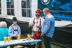 Praga, el 23 de septiembre de 2017: Celebración del festival alemán tradicional Oktoberfest de la cerveza en la República Checa E Fotos de archivo libres de regalías